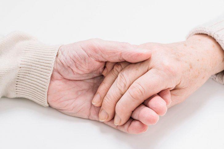 Выбираем дом престарелых: на что обратить внимание?