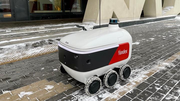 Робот-курьер «Яндекса» начал доставлять еду на дом